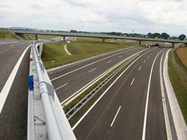Nový úsek dálnice D1 mezi Hulínem a Říkovicemi, kde se nachází mimoúrovňová