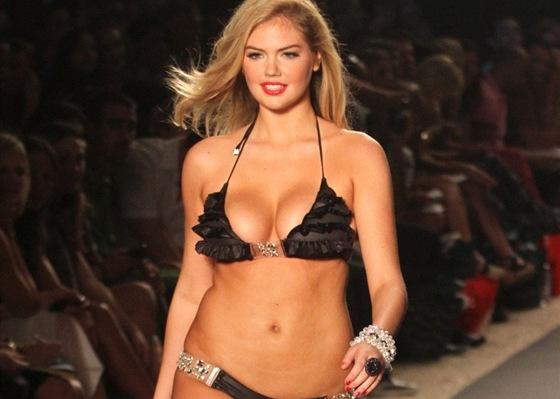 999155316e4 Plavky na fashion weeku v Miami pro rok 2012. Volánky a nejrůznější ozdoby