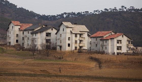 Venkovské domy poblíž Kesongu jsou sice zchátralé, ale jejich obyvatelé jsou