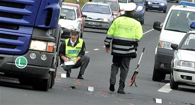 Rozvolnění část řidičů vztáhla i na předpisy, obětí nehod rychle přibývá