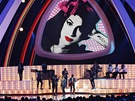 MTV VIdeo Music Awards 2011 - Bruno Mars při poctě zpěvačce Amy Winehouse