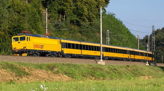 Regiojet Zacal Prodavat Jizdenky Na Zlute Vlaky Propoji Je S