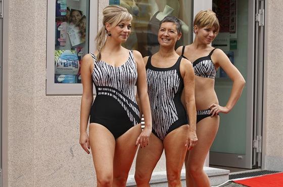 Plavky pro ženy po ablaci prsu. K dispozici jsou v mnoha střihových i  barevných variantách 1d0fc4478e