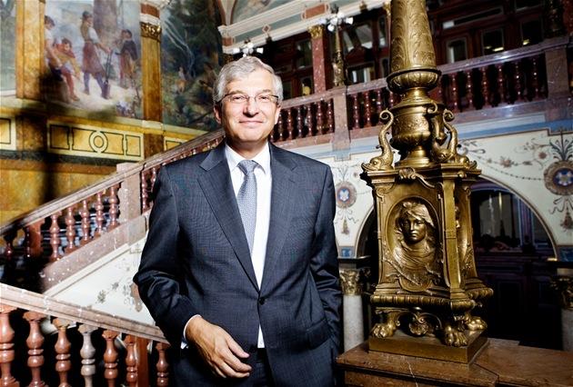 Nestor českého bankovnictví odchází. Kunert šéfuje UniCredit 30 let