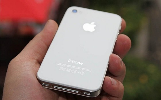"Současný Apple iPhone 4S má 3,5"" Retina displej"