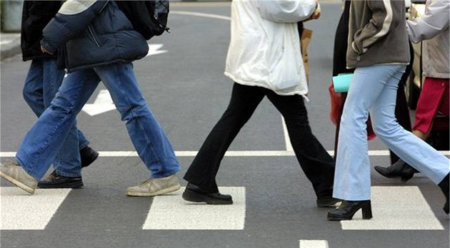 Británie dala zelenou chodcům a cyklistům: nová pravidla myslí hlavně na ně