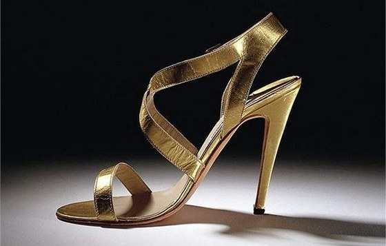 Boty od Manolo Blahnika stojí několik tisíc euro. 64f0554aa8