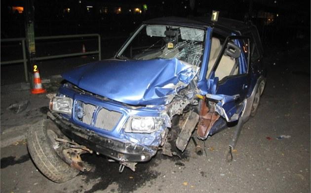 Další mrtvý řidič na Vysočině, mladý šofér v noci trefil elektrický sloup