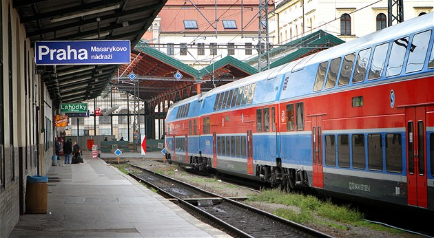 Tragické nehody v Praze. Při srážkách s vlaky zemřeli během hodiny dva lidé