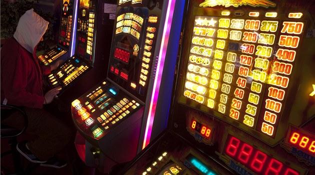Ostrava už nepovolí žádný hazard kromě živé hry. Automaty skončí do tří let