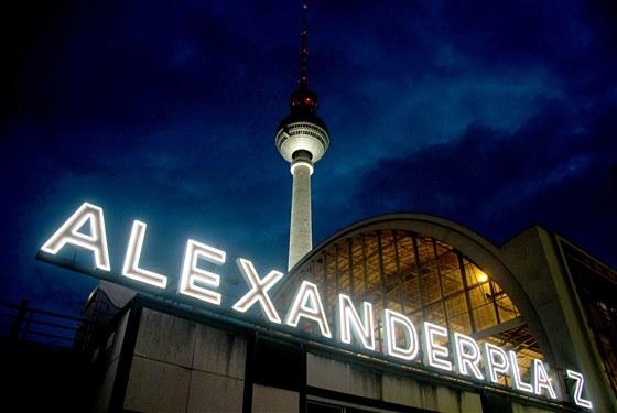 1581ec8de3 V nákupní galerii U Alexe na berlínském náměstí Alexanderplatz ...