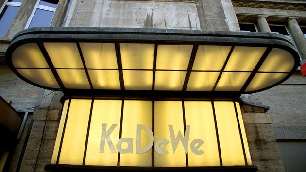 KaDeWe na bulváru Tauentzienstraße je považován za nejznámější německý  obchoďák. c554e3d7a8e