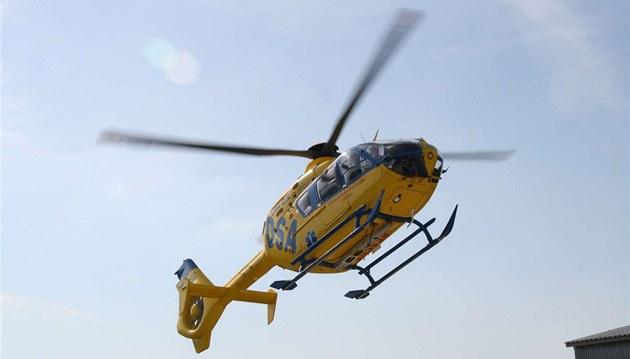 Horolezec na Berounsku spadl ze skály, hasiči k němu slanili z vrtulníku