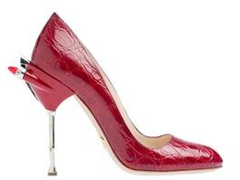 Prada se v jarní kolekci bot a kabelek vrací k období 50. let minulého ... 15406f3ede