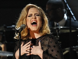 Grammy 2012 - Adele s písní Rolling In The Deep (Los Angeles, 12. února 2012)