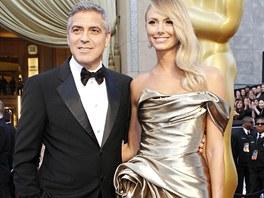 George Clooney dorazil se svou přítelkyní Stacy, která ve zlatých šatech zn.