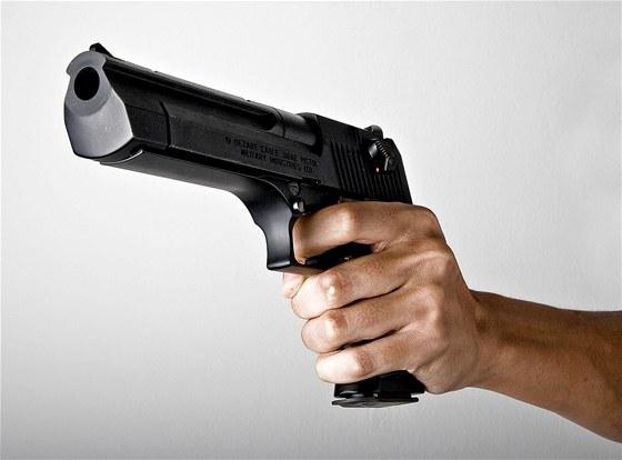 Cizinci se v prodejně dožadovali pistolí bez dokladů 36c5957f02