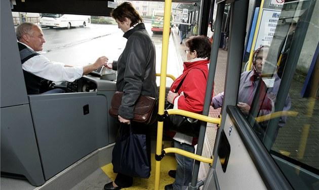 Zlínský kraj řeší zrušení autobusového tendru, hledá dočasné dopravce
