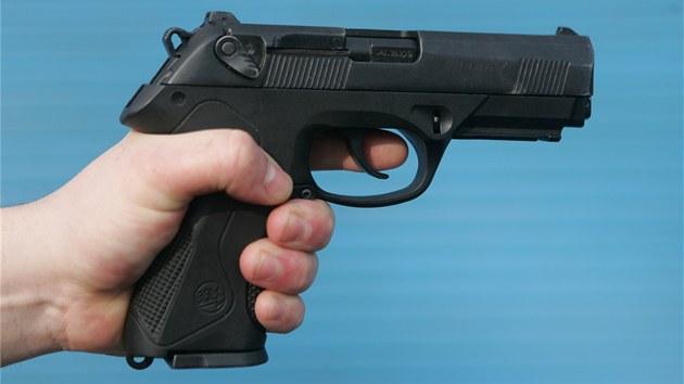 Na zatroubení autobusu reagoval mladý řidič pistolí namířenou z okénka