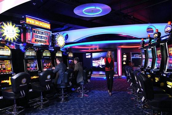 Live blackjack side bets