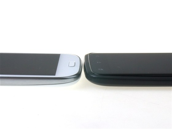 HTC One X a Samsung Galaxy S III