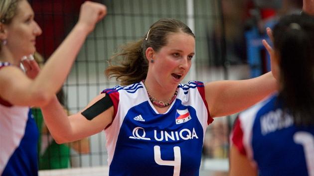 ÈESKÁ JEDNIÈKA. Na dresu má sice Aneta Havlíèková ètyøku, ale v semifinále i