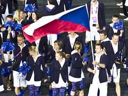 Badmintonista Petr Koukal vede českou výpravu při slavnostním zahájení...