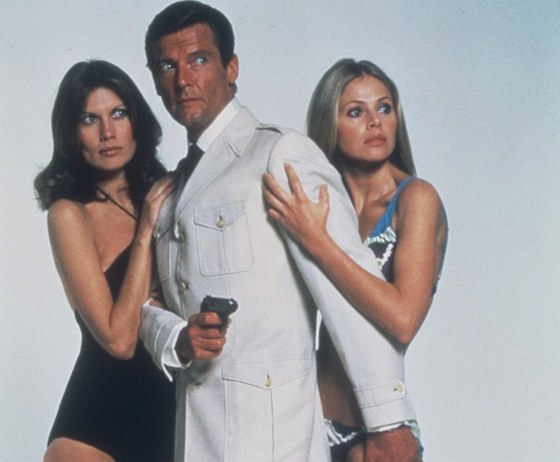 Roger Moore jako James Bond