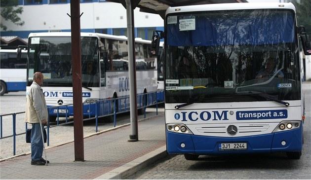 Cestující budou vozit noví autobusoví dopravci, všude bude wi-fi i nabíječka