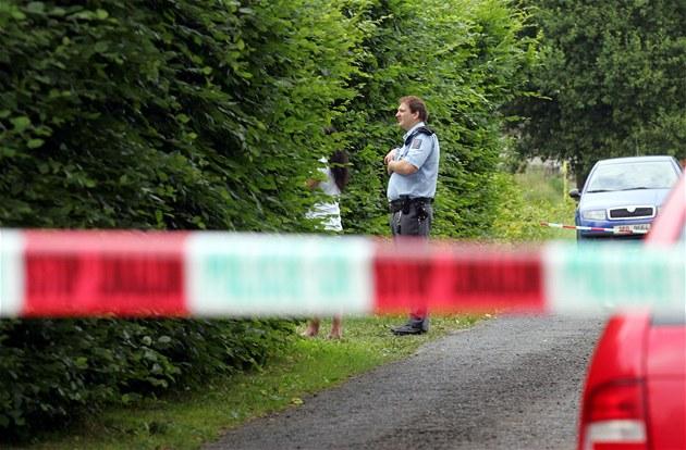 Matka vyskočila s dítětem z okna, policie ji obvinila z vraždy