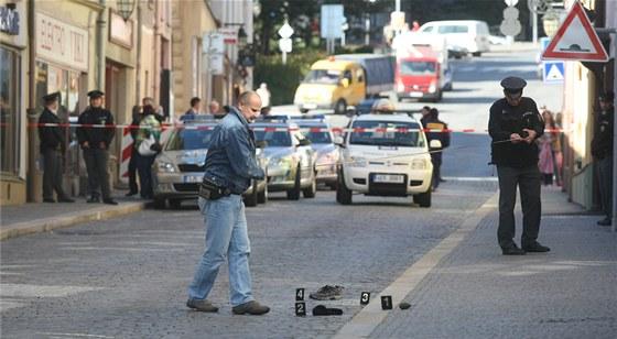 Při zatčení nechal lupič na ulici před bankou mimo jiné granát a ... 2d12b654a3