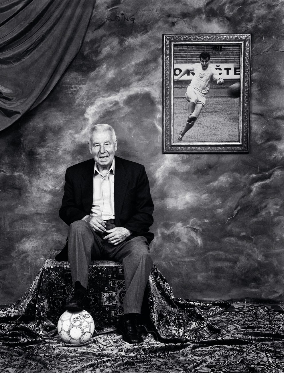Fotogalerie B½val½ fotbalista Josef Masopust v kalendáři Dukly 2013