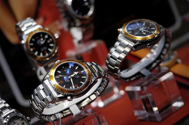 Luxusní hodinky stály v tržnici 500 korun. Šlo o jeden z tisíců ... 6638929fba5