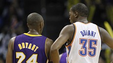 Kevin Durant z Oklahoma City Thunder a Kobe Bryant z Los Angeles Lakers v