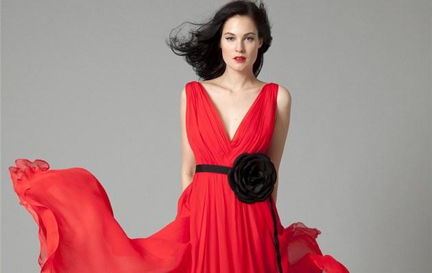 Plesové šaty vybírejte podle svých předností. Model typu dort vyhoďte -  iDNES.cz 45df6eac0a
