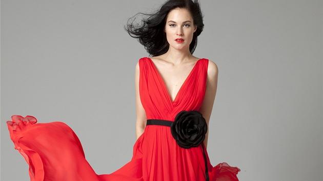Plesové šaty vybírejte podle svých předností. Model typu dort vyhoďte 6b8a666ab8
