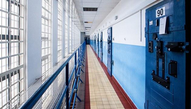 Muž napadl spoluvězně, za mřížemi za to může zůstat o tři roky déle