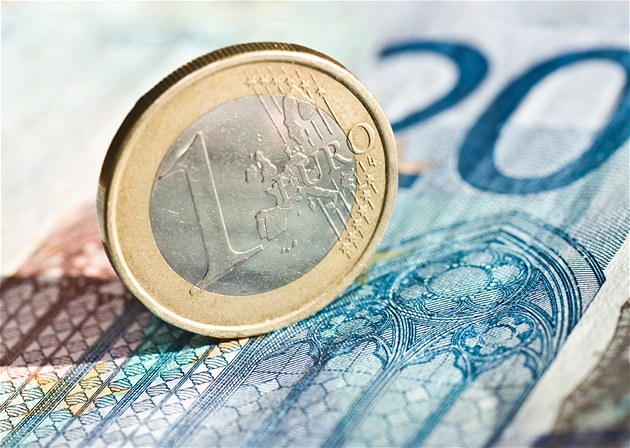 Zeman chce urychlit přijetí eura. Zve Sobotku, Babiše a Singera do Lán - iDNES.cz