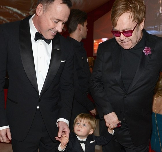 Elton John a David Furnish přivedli syna Zacharyho.