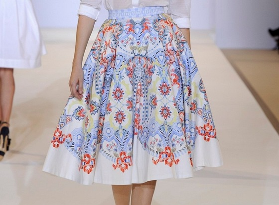 0774a9a95a51 Jedna sukně osmkrát jinak. Naučte se oblékat chytře nejen podle ...
