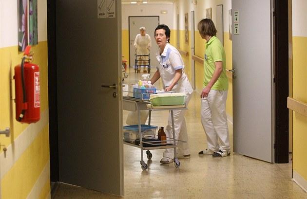 Krajská firma hlídá hospodaření nemocnic, její vlastní rozpočet bobtná
