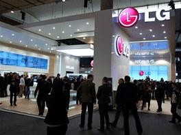 Stánek LG na veletrhu Mobile World Congress v Barceloně. Oproti stánkům...