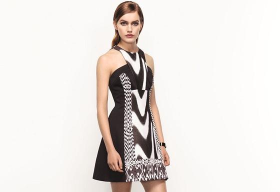 be746604178 Jarní kolekce britské módní značky Karen Millen se nese v duchu jednoduché