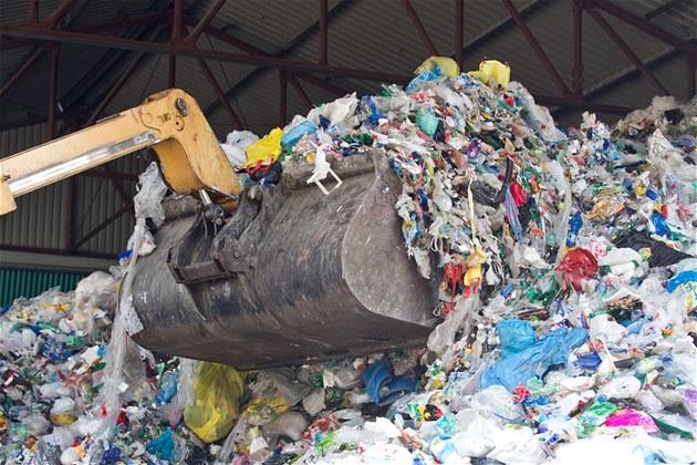 Vláda schválila nová pravidla pro odpady. Skládkování podraží, bude se třídit