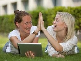 Užitečné programy pro tablet vám mohou pomoci i udělat radost.