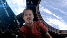 Kanadský astronaut Chris Hadfield ve videoklipu Space Oddity od Davida Bowieho,...