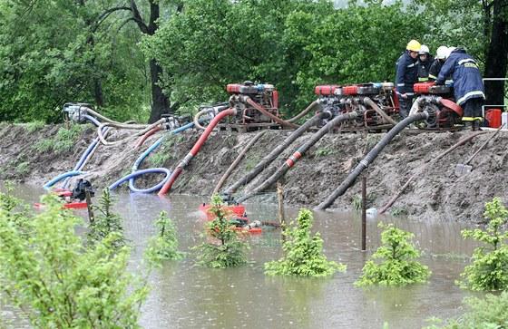 Nové hráze ochrání Uherský Brod před padesátiletou vodou. 28c6d340e4