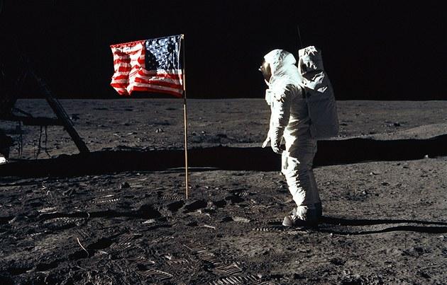 USA chtějí do deseti let znovu dostat člověka na Měsíc. Nejsou sami