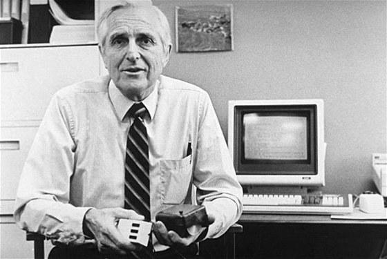 [Obrázek: VSE4c4d10_Engelbart.jpg]