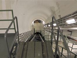 Skoro jako v metru. Jen schody musíte sejít po svých. e3386dd9f39